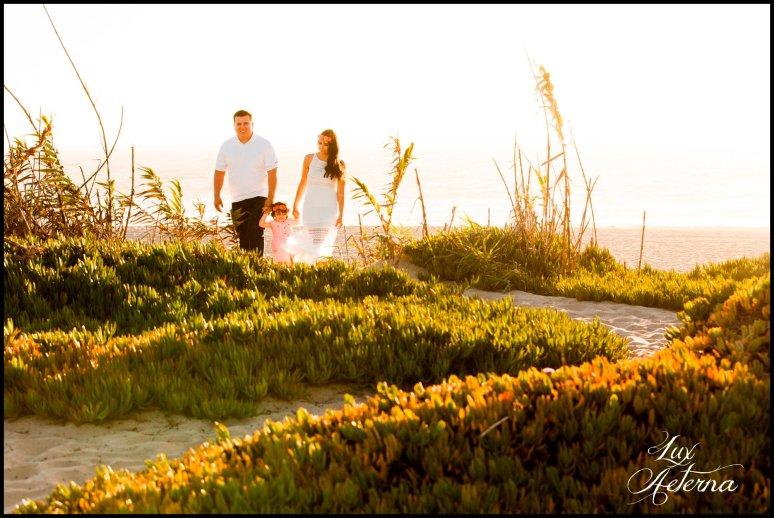 cassia-karin-photography-Engagement-shoot-venture-beach-july-2016-wedding-white-dress-family-print-girl104.jpg