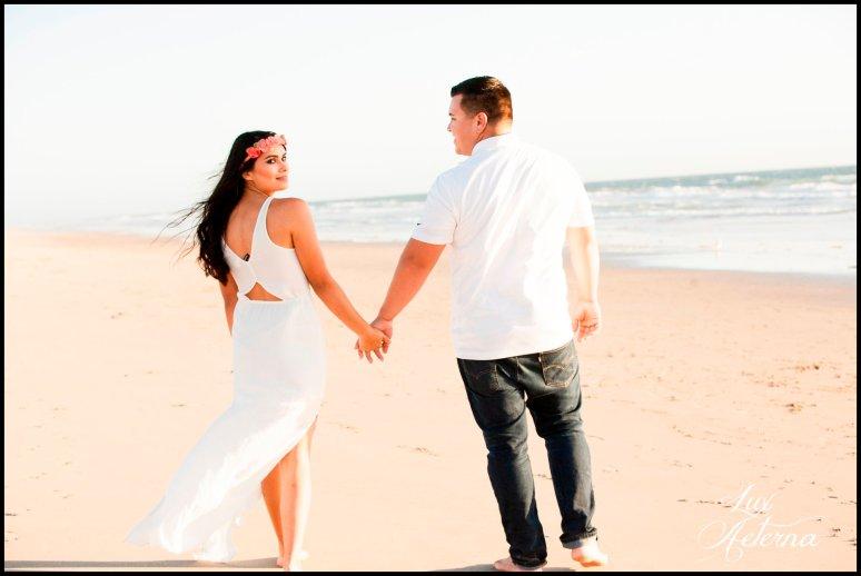 cassia-karin-photography-Engagement-shoot-venture-beach-july-2016-wedding-white-dress-family-print-girl105.jpg