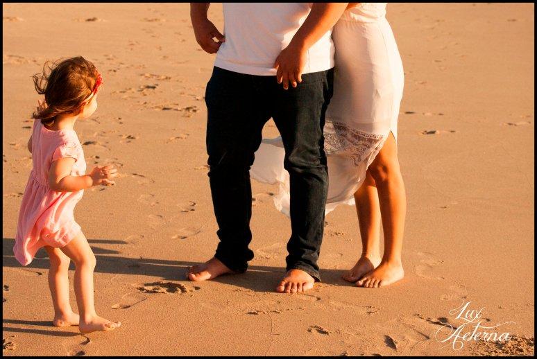 cassia-karin-photography-Engagement-shoot-venture-beach-july-2016-wedding-white-dress-family-print-girl107.jpg