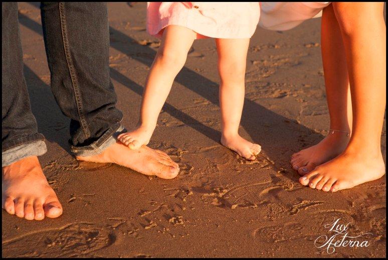 cassia-karin-photography-Engagement-shoot-venture-beach-july-2016-wedding-white-dress-family-print-girl110.jpg