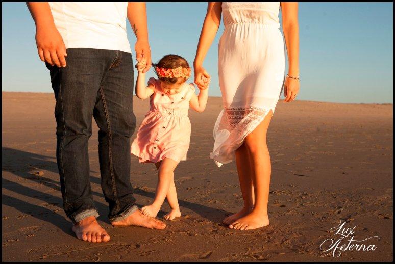 cassia-karin-photography-Engagement-shoot-venture-beach-july-2016-wedding-white-dress-family-print-girl111.jpg
