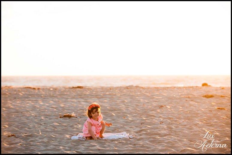 cassia-karin-photography-Engagement-shoot-venture-beach-july-2016-wedding-white-dress-family-print-girl122.jpg