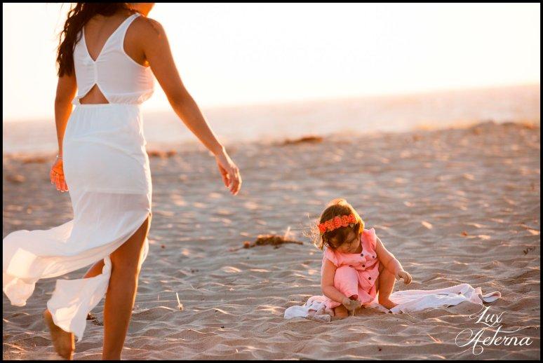cassia-karin-photography-Engagement-shoot-venture-beach-july-2016-wedding-white-dress-family-print-girl123.jpg