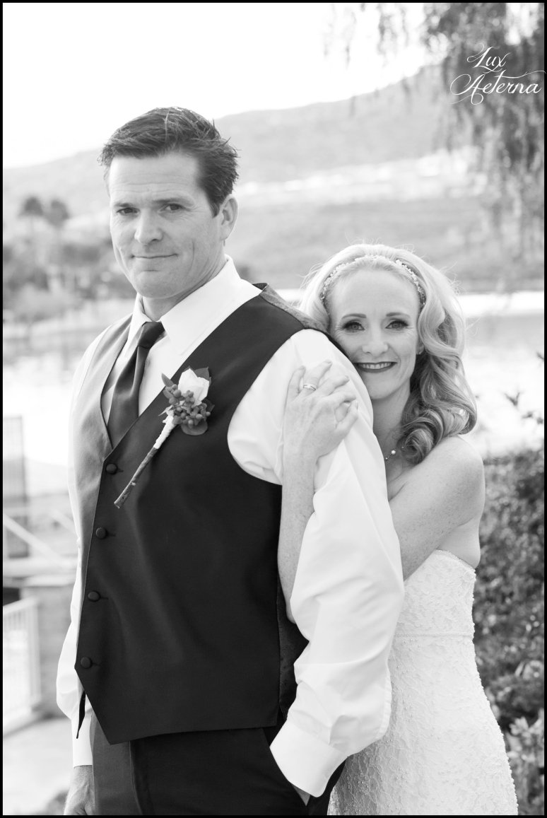 canyon-lake-country-club-wedding-clouds-groom-bride-lake-boat-boey-dock-roses-cassia-karin-lux-aeterna-photography046.jpg